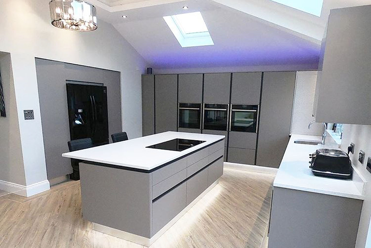 ... Formby Zurfiz True Handleless Kitchen